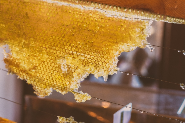 Raw honey benefits, raw honey uses, types of honey.