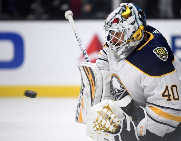 Carter Hutton extends shutout streak to bail out Sabres in Los Angeles