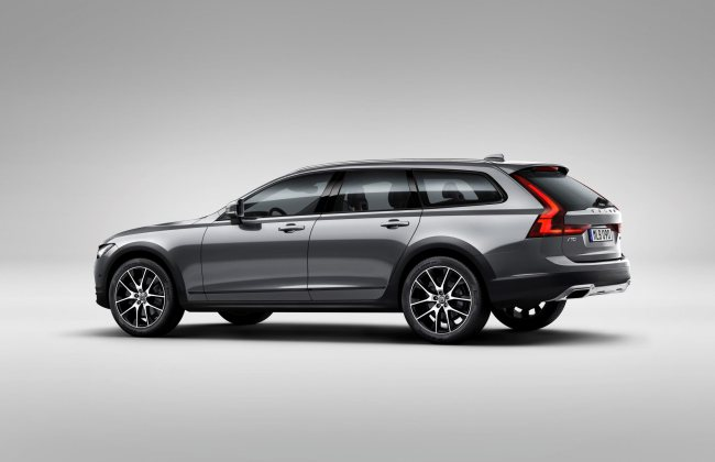 Indonesia V90 Cross Country with a wagon body statio