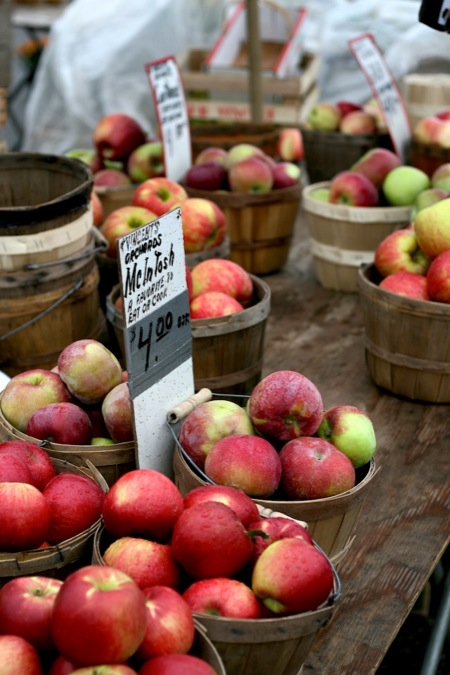 farmers_market_apples