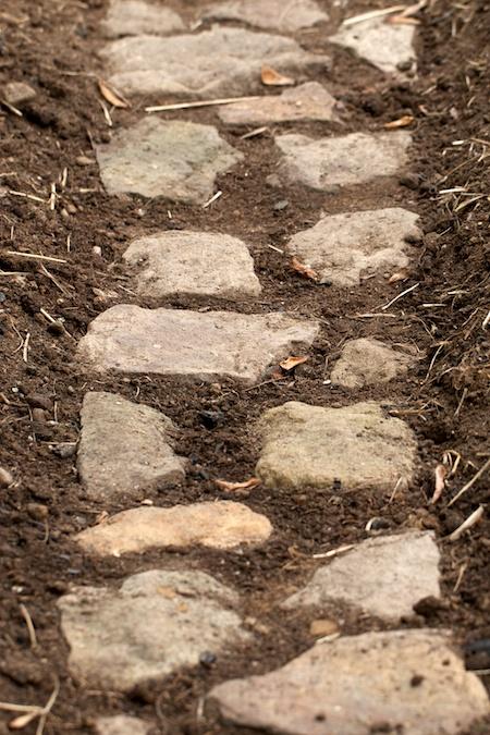 building_rock_pathways_in_the_garden 1