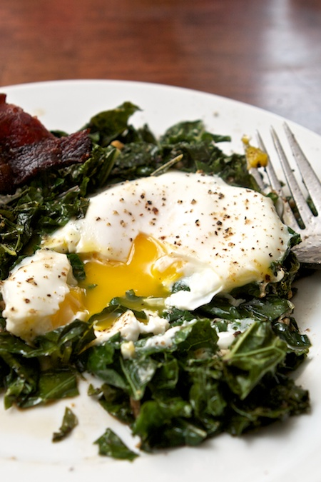 poached_eggs_with_kale
