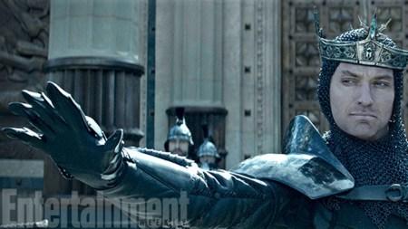 Jude Law in Guy Ritchie's nieuwste trailer King Artur: Legend of the Sword
