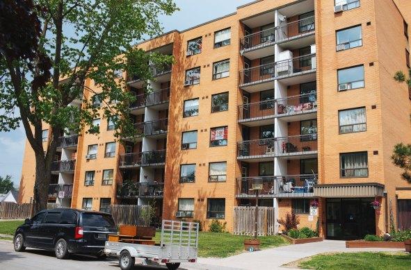 El complejo de apartamentos donde Bowman vive.