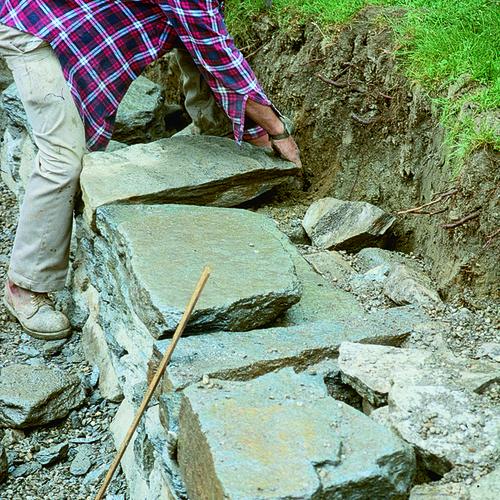 How Build Garden Dry Stone Wall