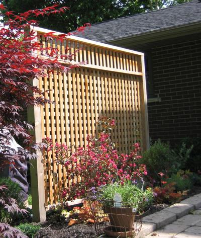 screen using recycled cedar posts
