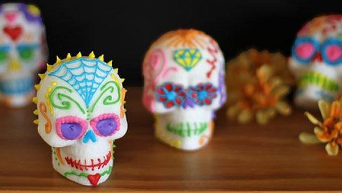 How to Make Sugar Skulls (Calavera de Azúcar)