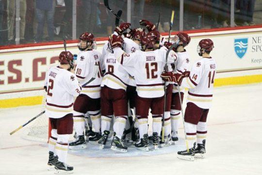 Men's Hockey Continues Hot Streak, Sweeps Maine