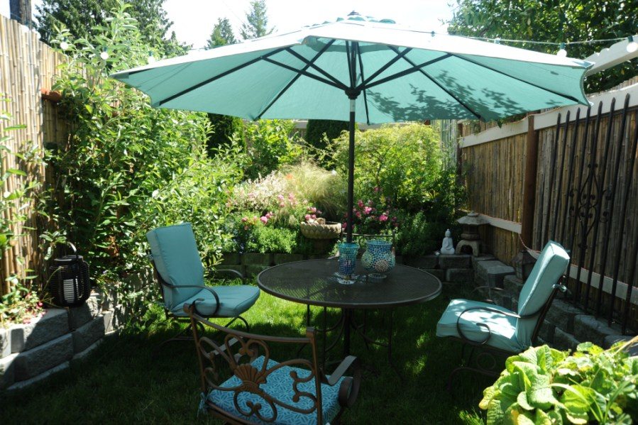 15 New DIY Patio Furniture and Decoration Ideas Patio dining area with large umbrella