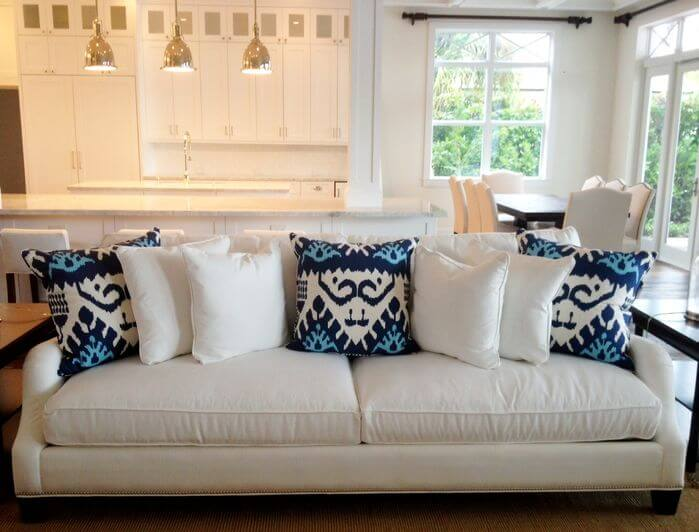 35 Sofa Throw Pillow Examples  Sofa D    cor Guide    Home Stratosphere White sofa with white and blue throw pillows