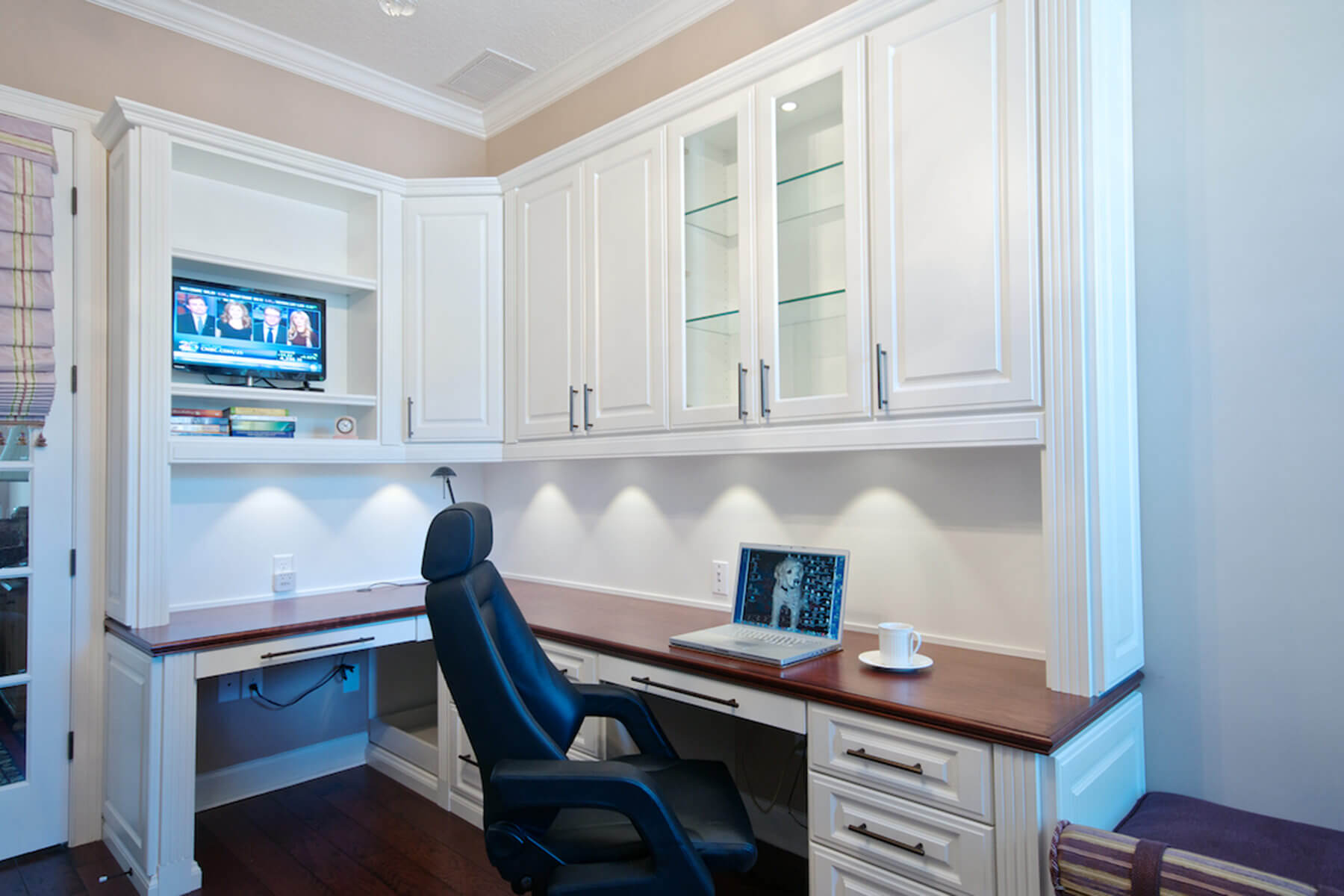 White Built-In Desk and Cupboards Above