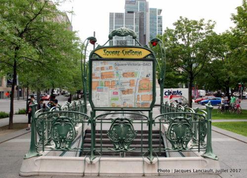 Entourage d'une bouche de métro Métropolitain, Quartier international, Montréal, Québec