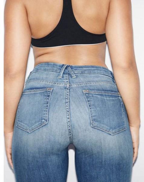 181016-jeans-khloe-kardasian-02