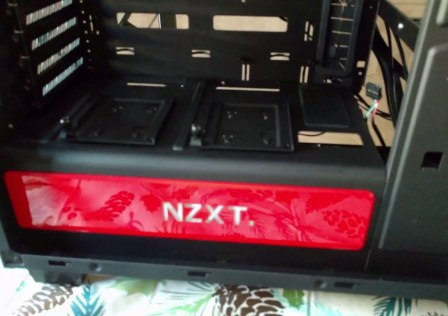 The-Christmas-Build-Part-1-The-NZXT-H440-Mid-Tower-Case