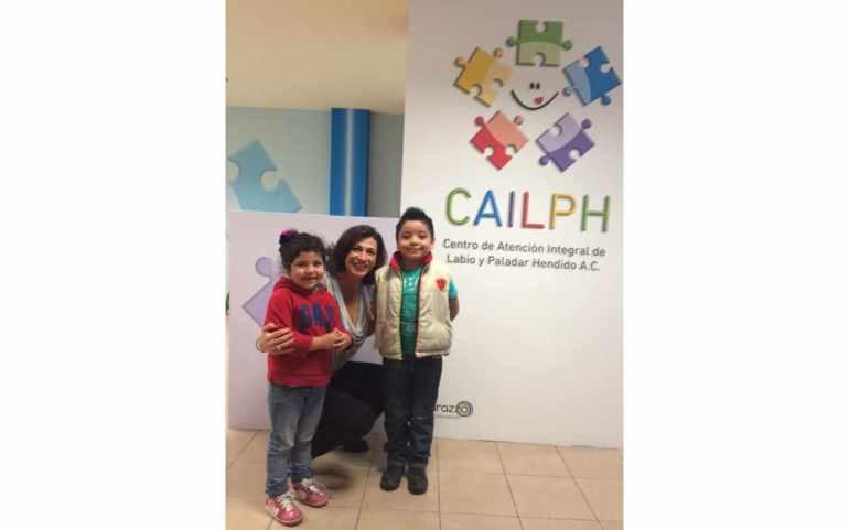 En la Clínica de Atención Integral de Labio y Paladar Hendidio con dos pacientes.