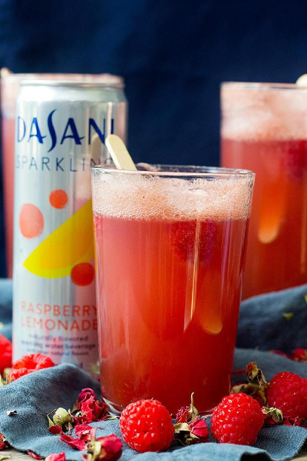 an easy fruit punch recipe that's perfect for holidays gatherings and parties!