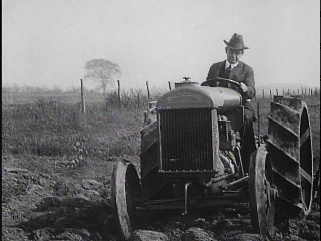 https://i2.wp.com/s3.amazonaws.com/nfpf-videos/fordson-tractors-1918-image-normal.jpg
