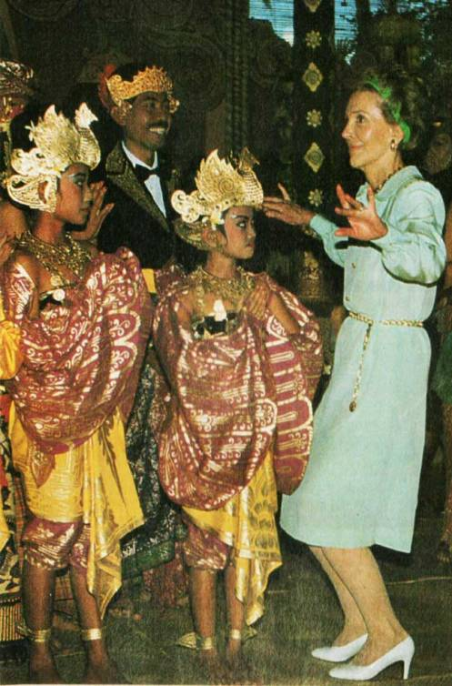 The First Lady and Thai Dancers - credulity was strained.