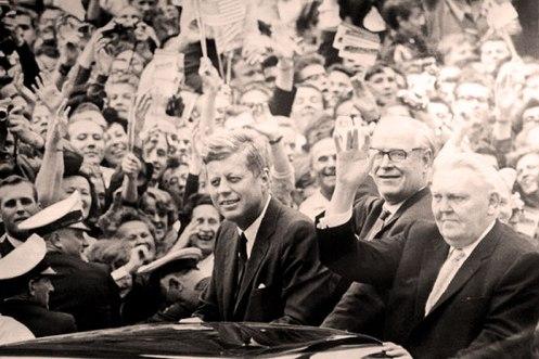 JFK arrives in Frankfurt - and with him, optimism.