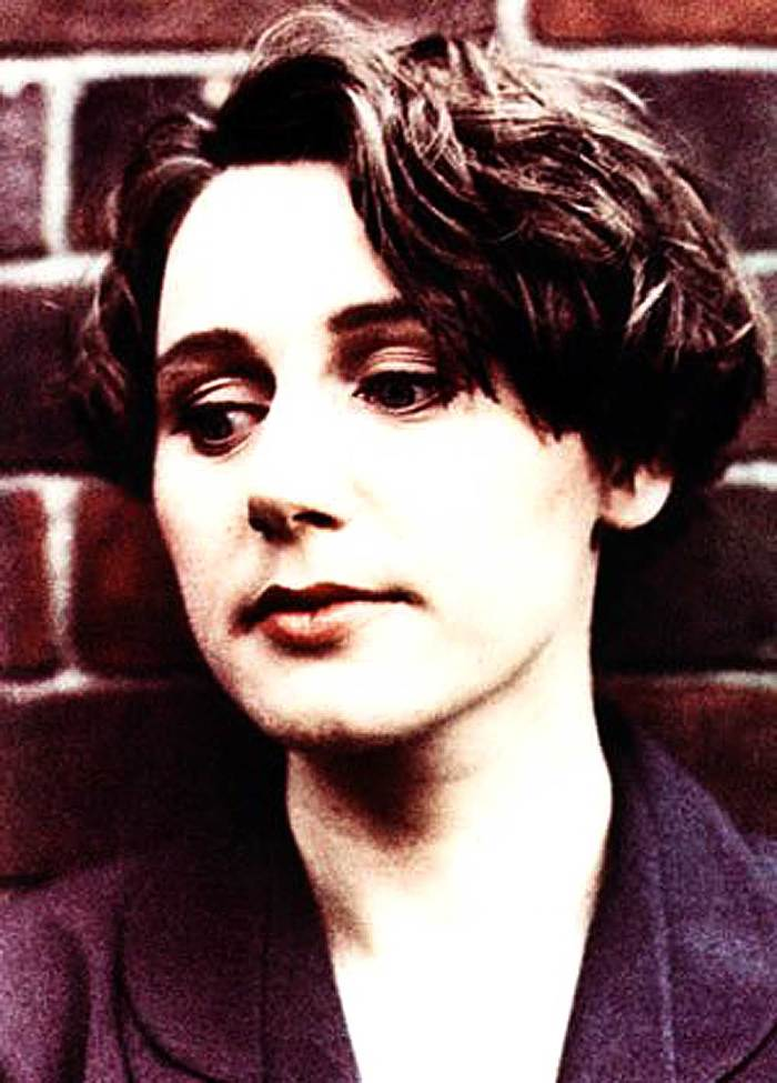 Elizabeth Fraser of Cocteau Twins - the face of haunting and ethereal.