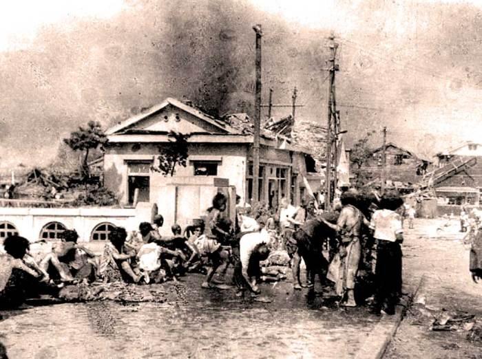 Minutes after the blast  (Photo: Yoshito Matsushige).