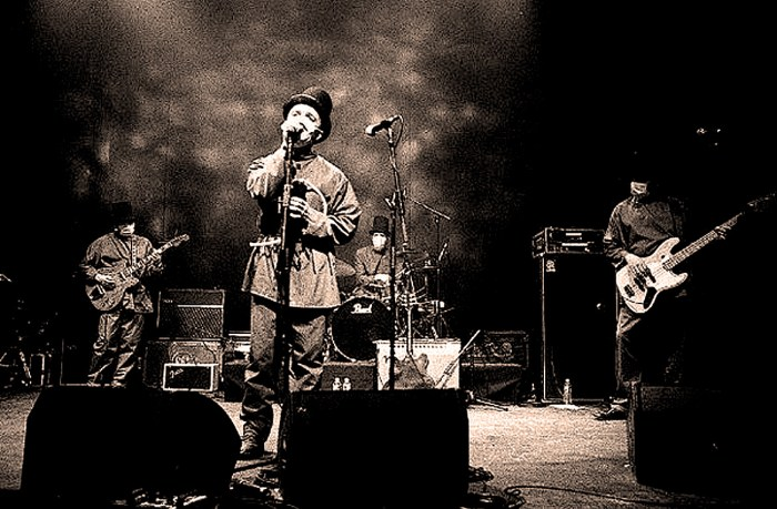 Clinic - live at Reading 1997
