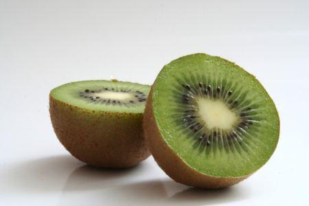 kiwi for glowing skin and hair