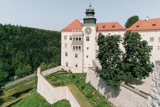 one of poland's palaces, pieskowa skala