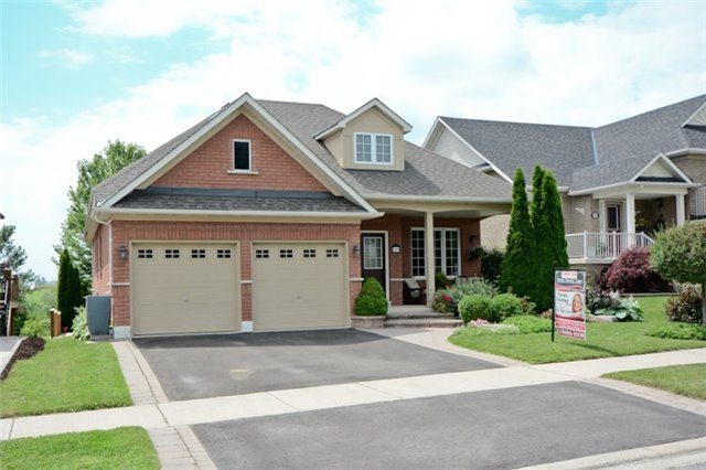 Spacious In-Law Suite In This Stunning 3+3 Bedroom Brick Bungalow On A Ravine Lot In Family Friendly Whitby! Upgraded Thru-Out W/Hardwood Floors, 9Ft Ceilings & Luxury Finishes. Kitchen W/Quartz Counter, Undermount Sink, S/S Apps & W/O To Large 2 Tier Deck O/L Private Yard & Ravine W/Gate Access. Master With W/I Closet & 4Pc Ensuite. Prof Finished Bsmt Has Large Living Rm, Lots Of Storage, 3 Addt'l Beds, Full 3Pc Bath & Eat-In Kitchen W/Pot Lights & Pantry!