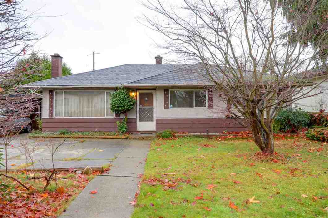 Chance! Great Chance for investor & builder!! 6662 Curtis ST (7442 sqft 61'x122') and next one 6672 Curtis ST (7381 sqft 61'x121') can be sold separately or together. Original owner very well maintained bungalow home with 3 bdrs & 2 bathroom.Walk to Burnaby North Secondary, Ecole Aubrey Elementary, Kensinton Shopping Mall and Park Arena.Close to SFU,Golf course,Burnaby Mt etc. Motivated sellers, welcome all the offers.