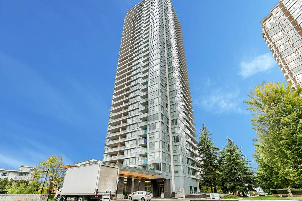 SE corner sub-penthouse with amazing view to South & East functional floorplan with air conditioned interior. Steps to Patterson skytrain station, Central Park and all shops & restaurants. Building features grand lobby, fitness centre and a lounge. A beautiful unit with 24 hour notice to show please.