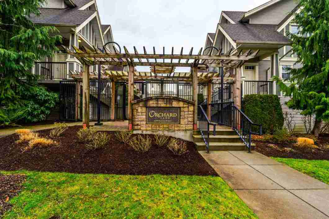 ORCHARD LANE: Sought after Metro Town townhouse, 1191sf!  Walking distance to Skytrain station, Metro Town, great restaurants, shopping, but far enough away for peace and quiet. South facing living room and master bedroom. Granite counters. Crown mouldings. Solid maple kitchens, stainless appliances. Superb craftmanship. Solid concrete construction between this unit and the garden apartment below. 2 parking stalls and a locker.  Don't miss the opportunity to buy into this rarely available development.  Open House Sat March 10th 1-3pm.