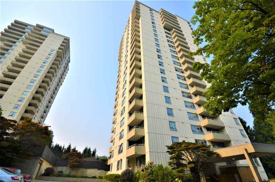 Ocean VIEWS. ViOUTSTANDING bright & very spacious Bachelor Studio with a partitioned alcove for the generous size 1 bedroom. Prestigious master-planned community with very pro-active strata. Unit shows larger than actual square footage, STUNNING PANORAMIC VIEWS from the extra large balcony and living room. Building has upgraded thermal storm double glazed windows, new exterior paint, Modern upgraded elevator, and security entry system.Building was re-piped ! Enjoy the fireworks from your balcony and views of the Pacific Ocean & Downtown Vancouver! 1 secure prkg & storage locker, WELL EQUIPPED common gym and amenity room, indoor sauna and hot tub, outdoor pool. Minutes to Metrotown & Skytrain Station!