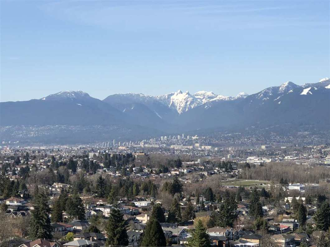 Outstanding value in a desirable location of Burnaby, Bright  spacious 1 bedroom and den with a great open concept, in-suite laundry, fire place with quiet private balcony. Live at the La Mirage 1 with the spectacular views of the city and mountains and just minutes away from Metrotown, Skytrain, shops, restaurants and many other amenities. Easy to show!! Open house 1-3 by appointment only Mar 17 & Mar 18