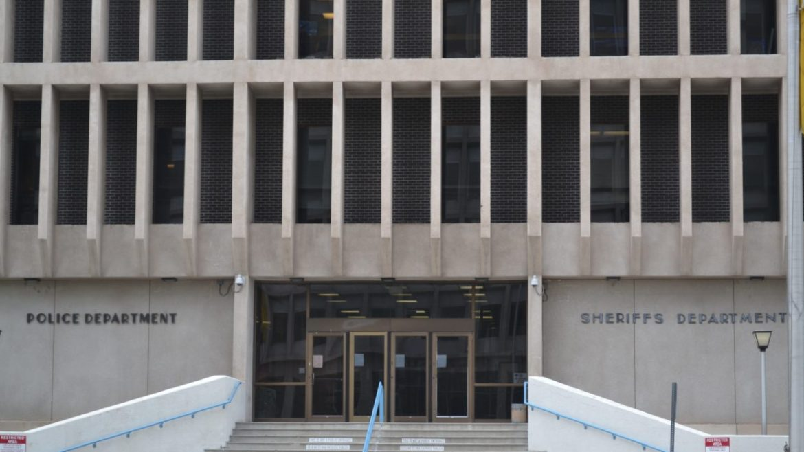 Audit finds problems with contracts to APD psychologist