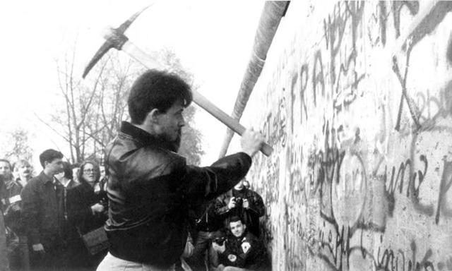 Berlin Wall Construction Timeline
