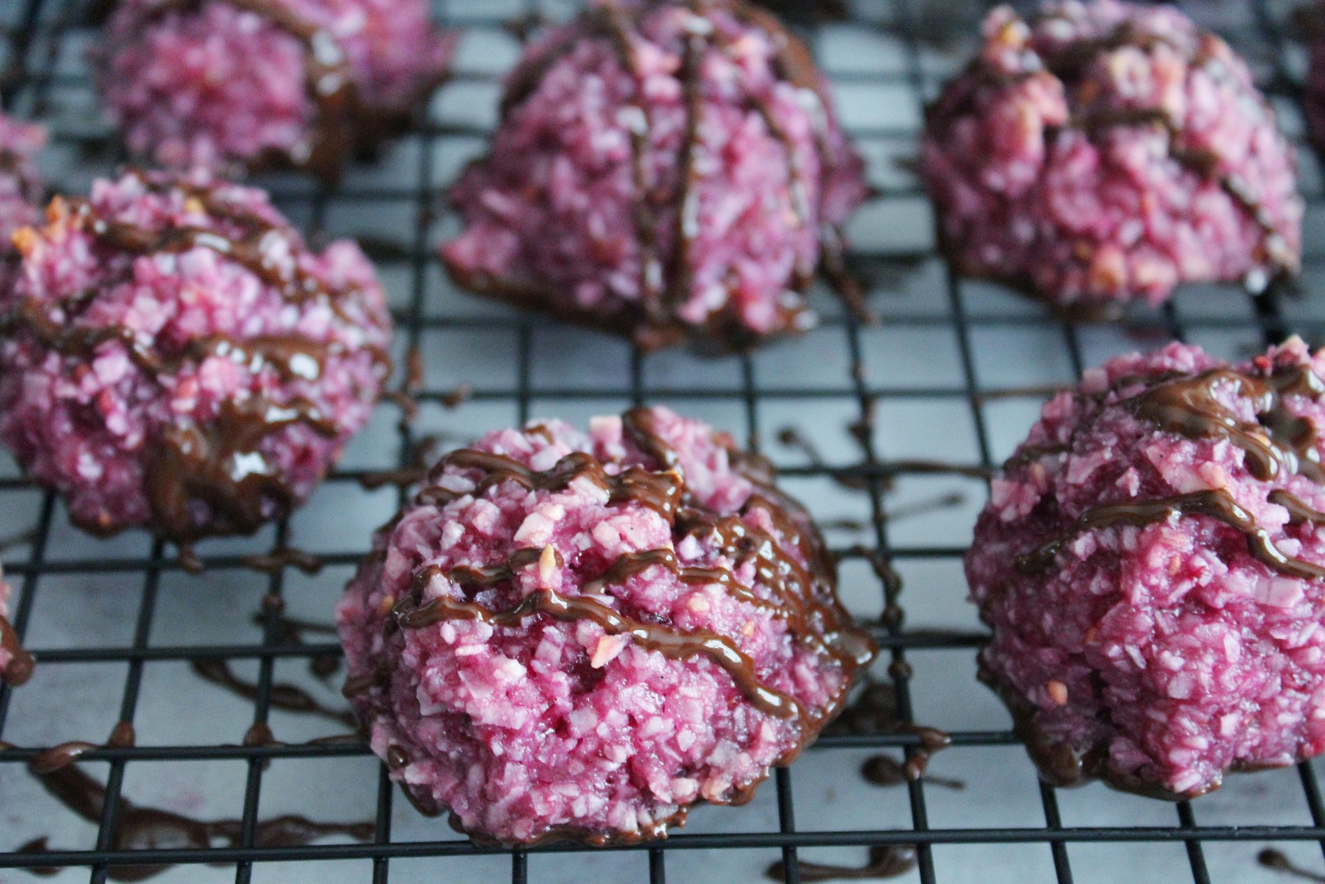 blackberry chocolate macaroons