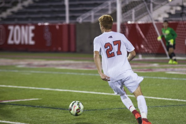 Vince Eredi (above, No. 27) scored the only goal for Stony Brook on Sunday night against Villanova. This was Eredei's second goal of the season. His first goal was this past Wednesday against Marist when he scored the game winning goal in over time. KRYSTEN MASSA/THE STATESMAN