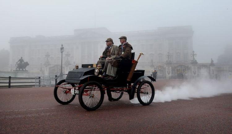 1901 Locomobile steam car driven by Robert Adams