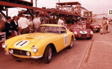 Chassis 1773 GT with the 250 TR59 of Pete Lovely and Jack Nethercutt and its sister car from N.A.R.T., the 250 GT SWB of Ed Hugus and Augie Pabst (photo: Willem Oosthoek)
