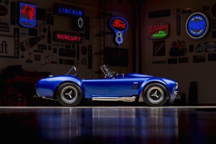 1966 Shelby Cobra 427 Super Snake Side