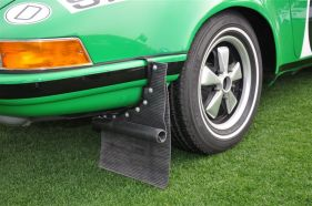 Dual mud flaps on the 1971 Porsche 911 STR