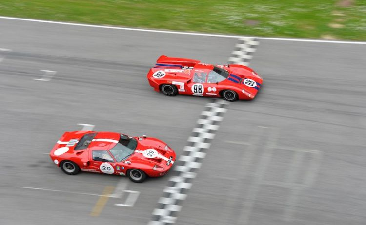 Ford GT40 and Lola T70 Mk3B at Mugello Classic 2014