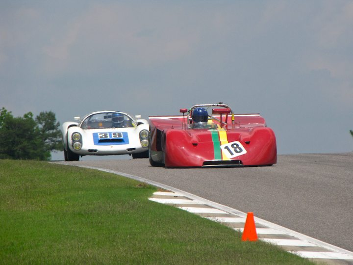 Porsche 910 of Howard Cherry lurks behind Chevron B16 Spyder of Roy Walzer
