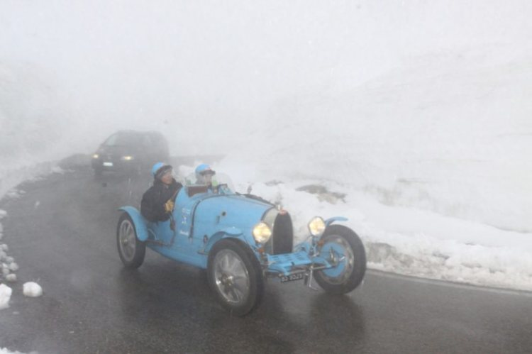 Bugatti deals with less-than-ideal conditions