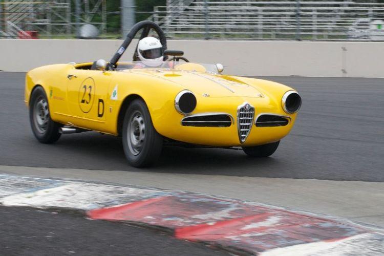 1300cc 1957 Alfa Romeo Giulietta Spyder driven by Frank Anderson.