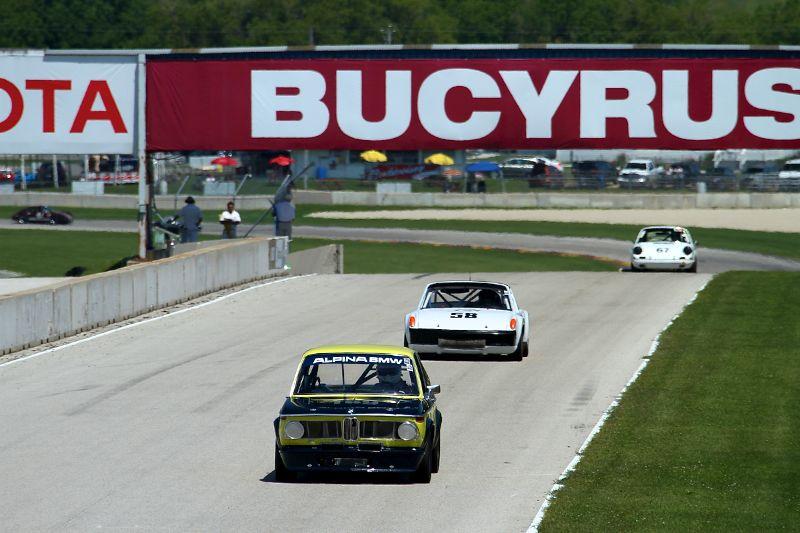 BMW 2002 leads Porsche 914 and Porsche 911