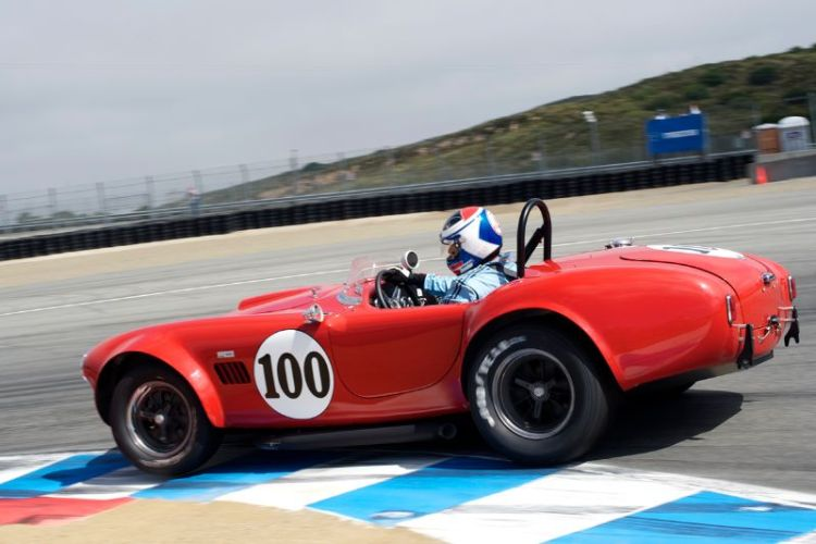 1964 Cobra driven by Lorne Leibel in turn 11.