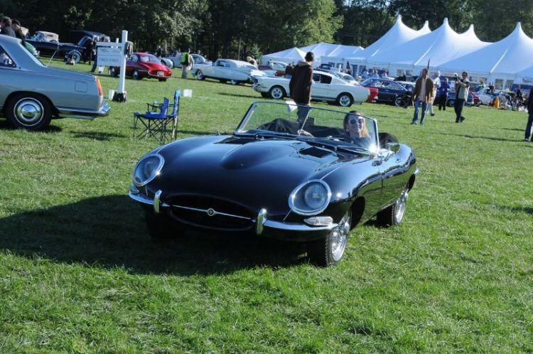 1967 Jaguar E-Type= Ariane Mermod.