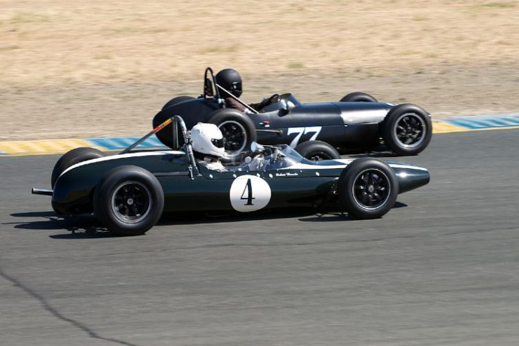 Robert Hoemke's Cooper T-59 goes inside Mark Sange's BMC Huffaker F-Jr.